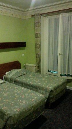 Est Hotel Paris: Beds