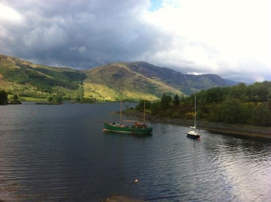 Isles of Glencoe Hotel & Leisure Centre: view on lake at Glencoe