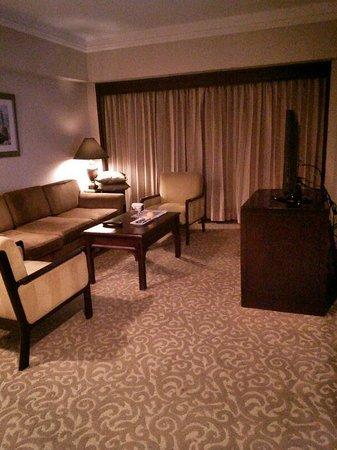 Dusit Thani Manila: Executive Suite Living Room