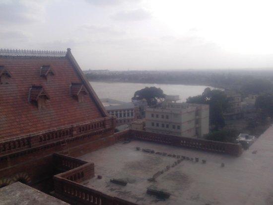 Prag Mahal Palace: hamirsar lake