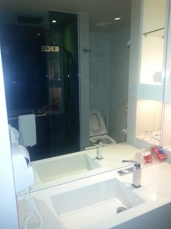 Citrus Sukhumvit 13 by Compass Hospitality : Bathroom