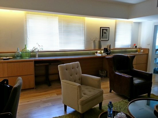 The Rothschild 71: living room & coffee counter