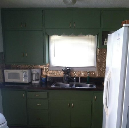 The Carriage House Suites: Suite A kitchen