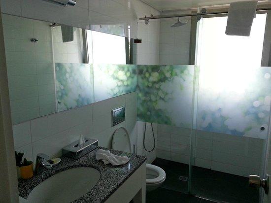 The Rothschild 71: Bathroom