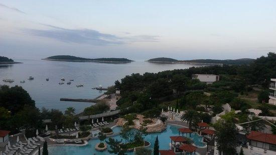 Amfora, hvar grand beach resort: Utsikt från Receptionen.