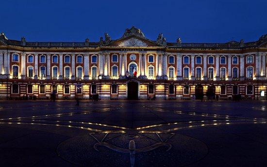 Place du Capitole : Das Rathaus auch um Mitternacht