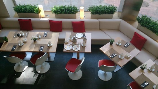 NH Collection Madrid Suecia: Breakfast & dining room
