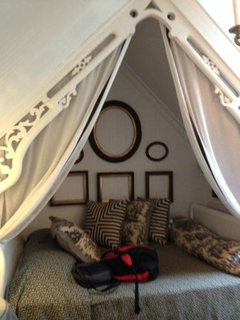 Porches on the Towpath : Queen bed nook