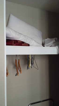 Mont Clare Boutique Apartments: State of cupboard upon check-in