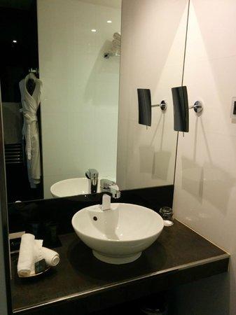 L'Empire Paris : Bathroom