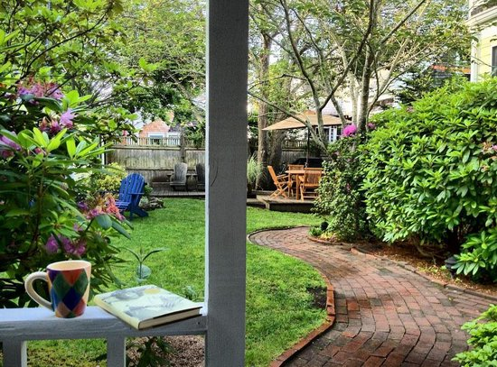The Inn at Cook Street: Relaxing in Gardens