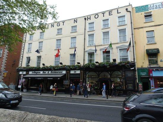 Arlington Hotel O'Connell Bridge: front of hotel