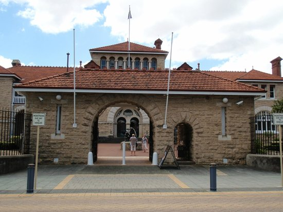 The Perth Mint : The Entrance