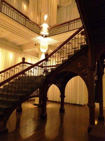 Hotel Arena : Creepy staircase
