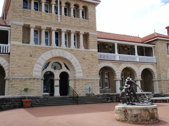The Perth Mint : The Facade
