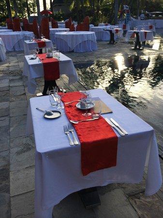 Club Med La Pointe aux Canonniers : déplacement du resto autour de la piscine pour 1 soir ... soirée top
