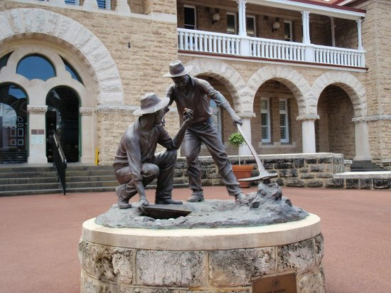The Perth Mint : The Forecourt