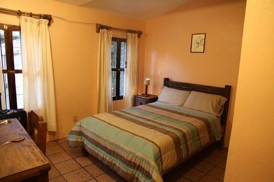 Posada Sancris: chambre au rez-de-chaussée