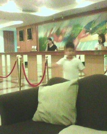 Oxford Hotel: lobby