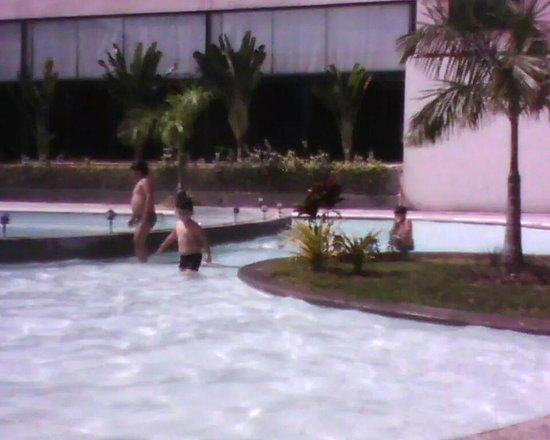 Oxford Hotel: pool area