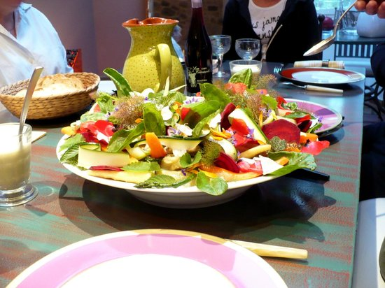L'Oustalou : Aussi bon que beau !! Les fleurs , les légumes , les herbes sauvages plus le savoir faire de che