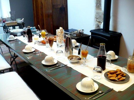 L'Oustalou : Tout n'est pas encore posé sur la table , tout est fait