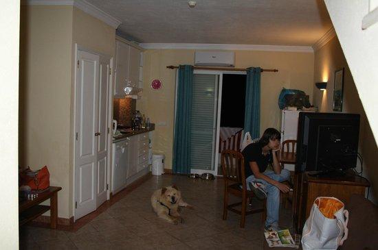 Club Borda D'Agua Apartments: Livingroom with kitchenet