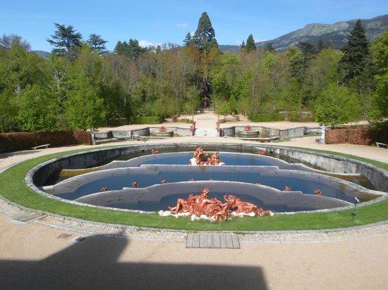 Palacio Real de la Granja: Фонтаны иногда еще и бьют