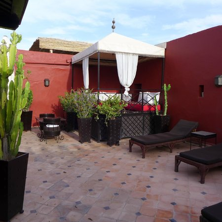 Riad Argan: roof top terrace where breakfast is served