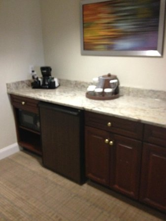 Holiday Inn Saratoga Springs: Kitchen area