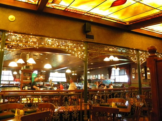Best Western Premier The Central Hotel & Conference Center : The attached Irish pub