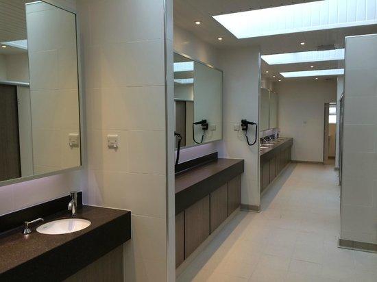 Trevalgan Touring Park: Shower & Toilet Facilities