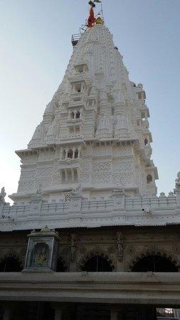 Babulnath Temple: Very peaceful temple....har har mahadev