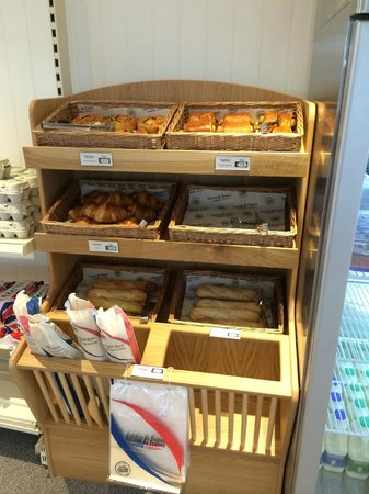Trevalgan Touring Park: Fresh Bread in our shop
