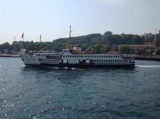 TurYol: Boat passing through Sarayburnu