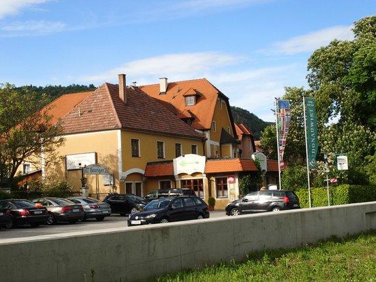 Hotel Weingasthof Donauwirt: Blick auf die Hotelanlage