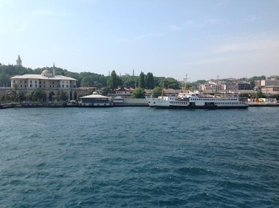 Eminonu Pier : Boats in Sirkeci pier