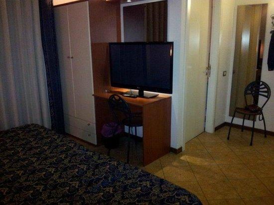 """Hotel Palazzo dei Priori: TV 42"""""""
