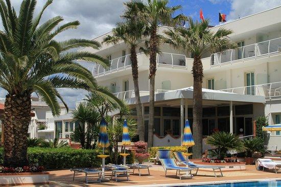 Hotel Olimpico: Hotel + Restaurant!