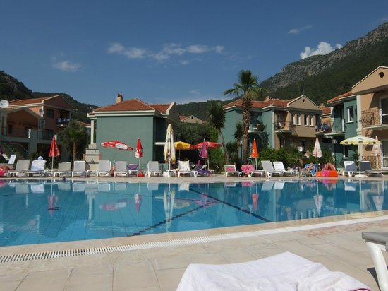 The Tower Hotel: Quiet at the pool!
