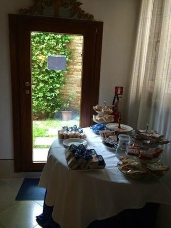 Santa Margherita Guesthouse: Breakfast Being Set Out