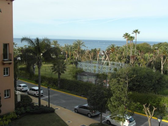 Marriott's Marbella Beach Resort: Looking out to the front of the apartment