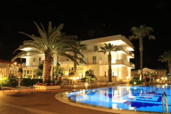 Hotel Olimpico: Night!