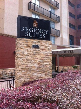 Regency Suites: Exterior