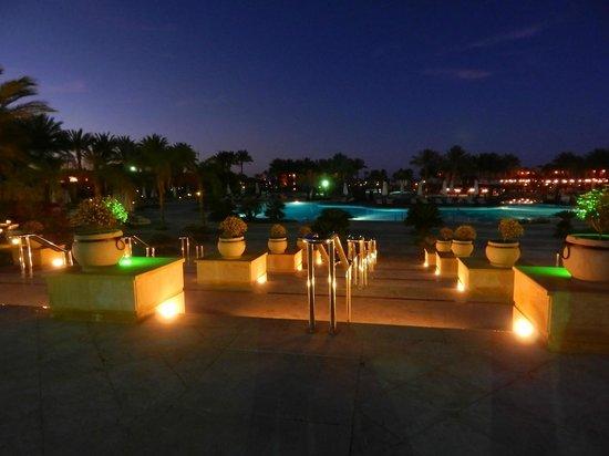 Resta Grand Resort : The pool at night