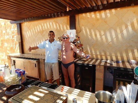 Resta Grand Resort : Beach-bar man