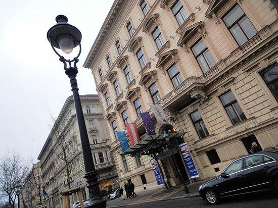 Radisson Blu Palais Hotel, Vienna: Exterior - daytime -