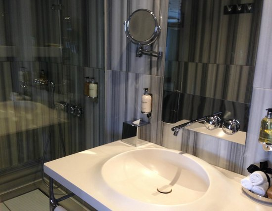 Witt Istanbul Suites: Bow on soap, 6 head shower