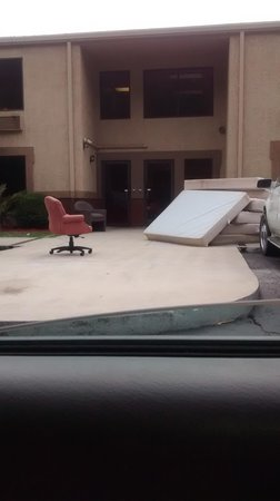 Ramada Pooler/savannah : this is outside the entrance to the hotel