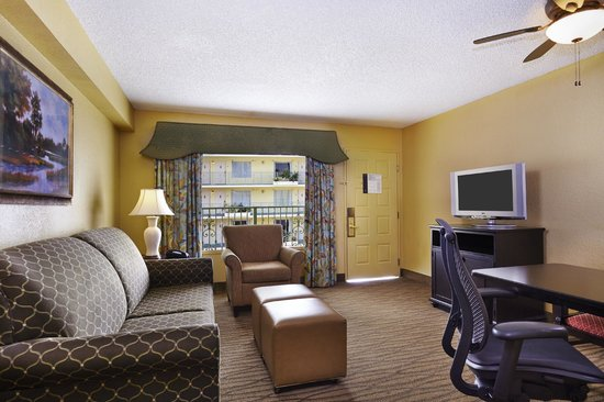 Embassy Suites by Hilton Fort Lauderdale 17th Street: Spacious Two Room Suites
